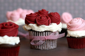 rose_covered_cupcakes